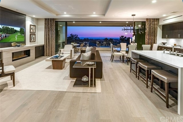 Condominium pour l Vente à Newport Center, Newport Beach, CA 92660