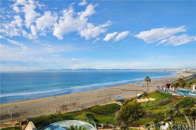 5. Single Family Homes for Sale at Redondo Beach, CA 90277