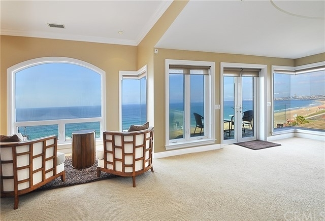 18. Single Family Homes for Sale at Redondo Beach, CA 90277
