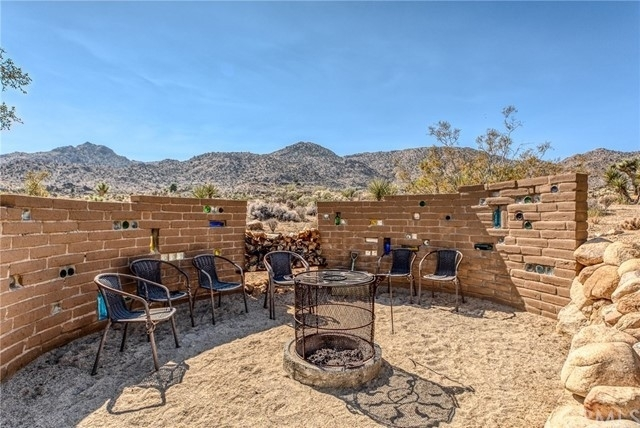 Single Family Home for Sale at Joshua Tree, CA 92252