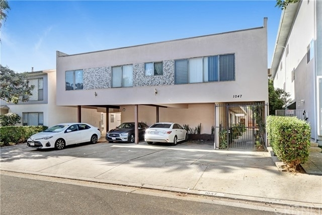 1. Multi Family Townhouse для того Продажа на Nair Place, West Hollywood, CA 90046