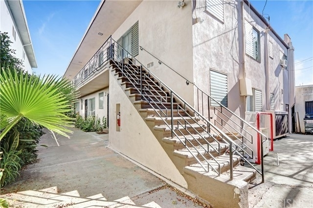3. Multi Family Townhouse для того Продажа на Nair Place, West Hollywood, CA 90046