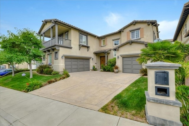 Single Family Home for Sale at Hayward, CA 94542