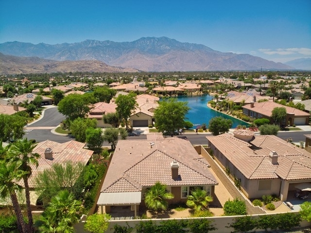 單親家庭 為 特賣 在 Mission Shores, Rancho Mirage, CA 92270