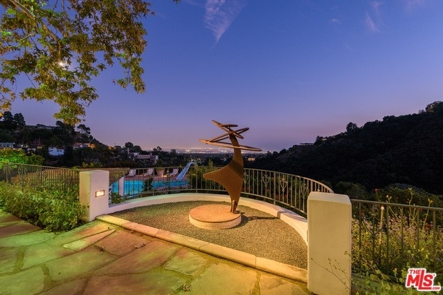 17. Single Family Homes for Sale at Brentwood, Los Angeles, CA 90049