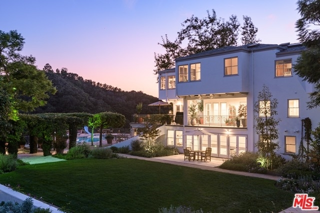 16. Single Family Homes for Sale at Brentwood, Los Angeles, CA 90049