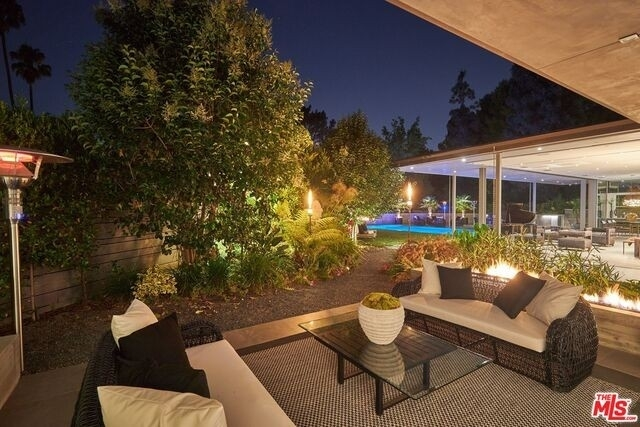 19. Single Family Homes for Sale at Beverly Hills, CA 90210