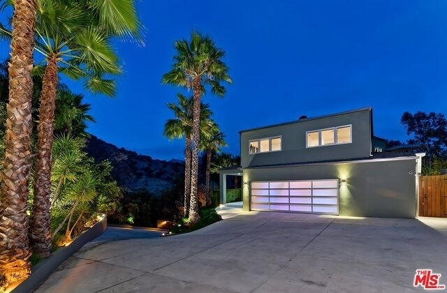 5. Single Family Homes for Sale at Beverly Hills, CA 90210