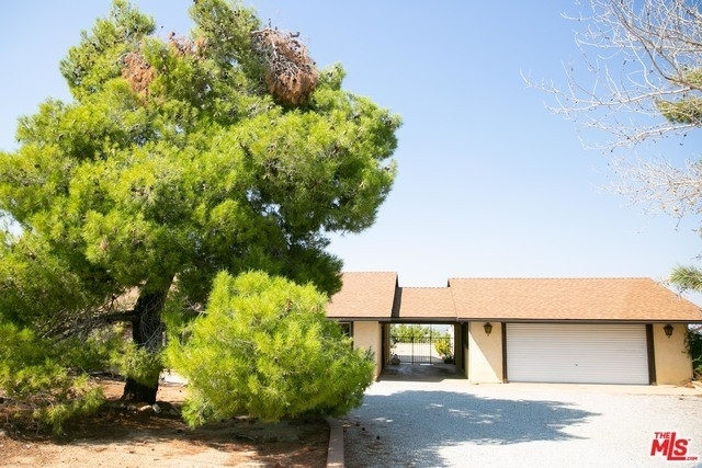 Single Family Home for Sale at Pinon Hills, CA 92372