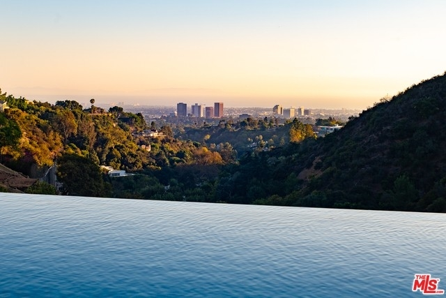32. Single Family Homes for Sale at Bel Air, Los Angeles, CA 90077