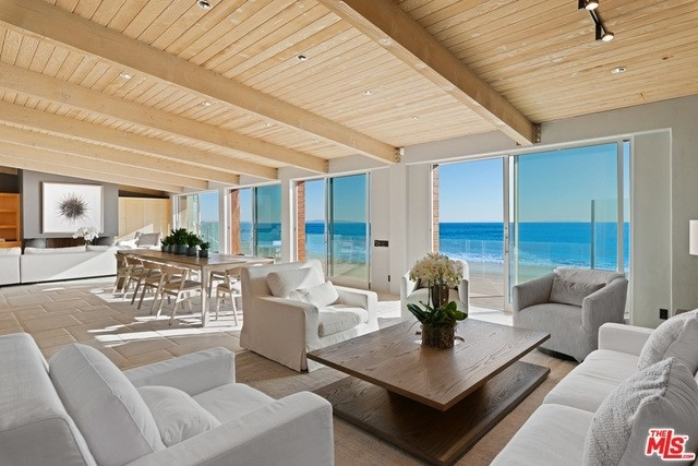 17. Single Family Homes 為 特賣 在 Eastern Malibu, Malibu, CA 90265