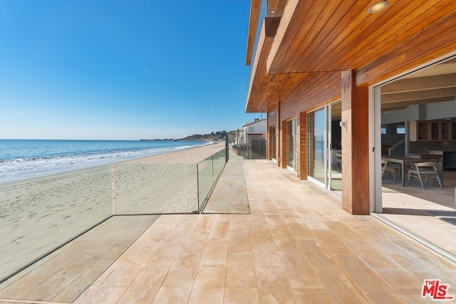 12. Single Family Homes 為 特賣 在 Eastern Malibu, Malibu, CA 90265