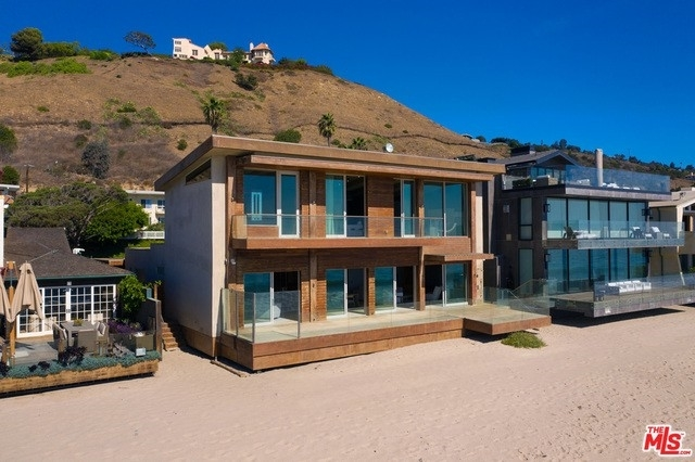 3. Single Family Homes 為 特賣 在 Eastern Malibu, Malibu, CA 90265