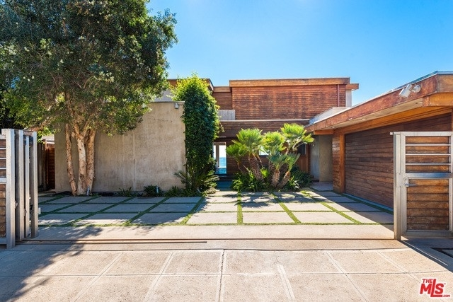 5. Single Family Homes 為 特賣 在 Eastern Malibu, Malibu, CA 90265