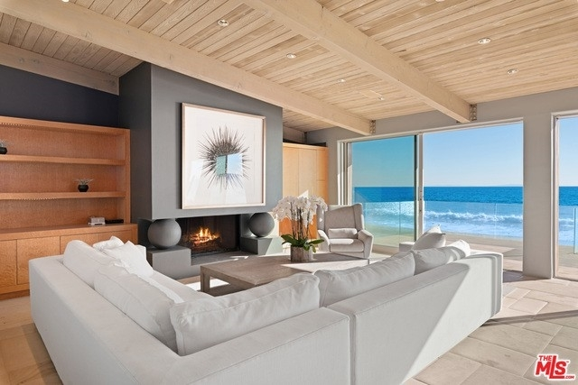 9. Single Family Homes 為 特賣 在 Eastern Malibu, Malibu, CA 90265