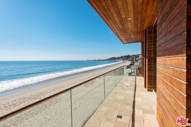 24. Single Family Homes 為 特賣 在 Eastern Malibu, Malibu, CA 90265