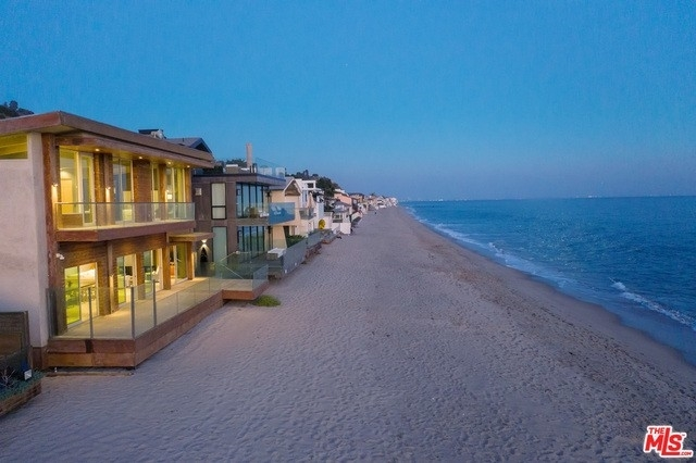 34. Single Family Homes 為 特賣 在 Eastern Malibu, Malibu, CA 90265