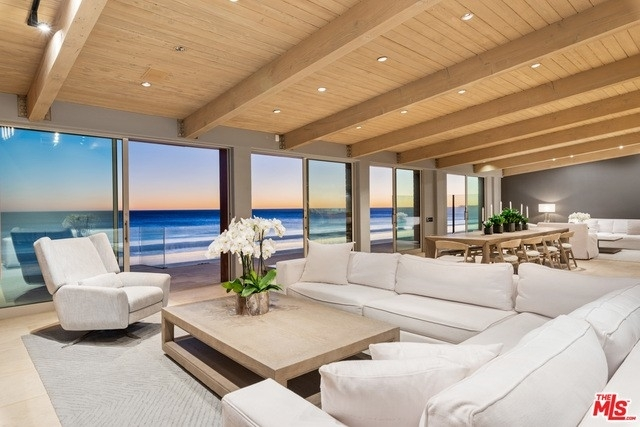 35. Single Family Homes 為 特賣 在 Eastern Malibu, Malibu, CA 90265