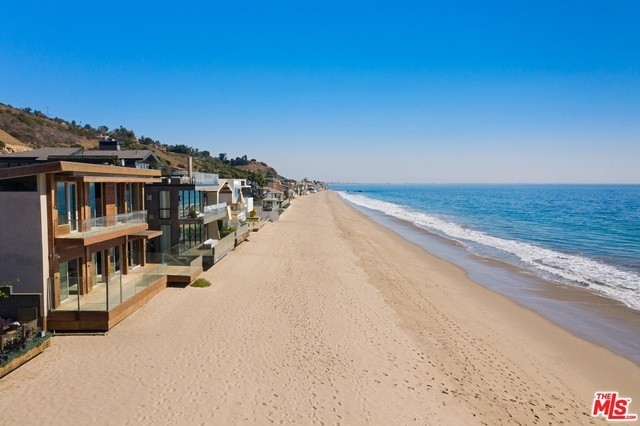 4. Single Family Homes 為 特賣 在 Eastern Malibu, Malibu, CA 90265