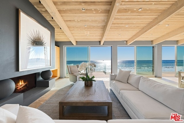 8. Single Family Homes 為 特賣 在 Eastern Malibu, Malibu, CA 90265