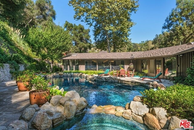 5. Single Family Homes for Sale at Pacific Palisades, Los Angeles, CA 90049