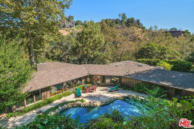 34. Single Family Homes for Sale at Pacific Palisades, Los Angeles, CA 90049