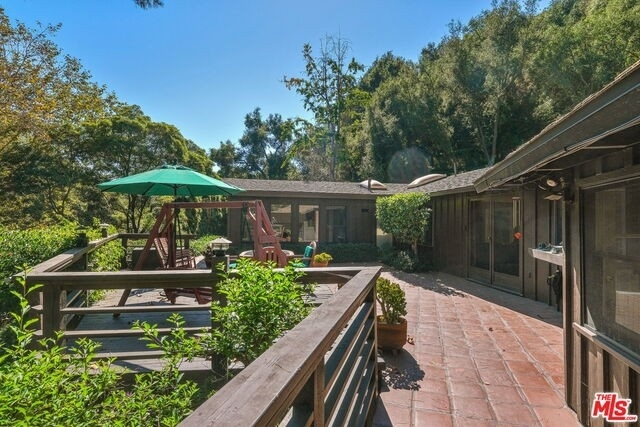 37. Single Family Homes for Sale at Pacific Palisades, Los Angeles, CA 90049