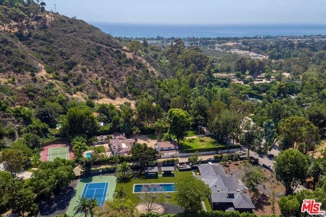 2. Single Family Homes for Sale at Serra Retreat, Malibu, CA 90265