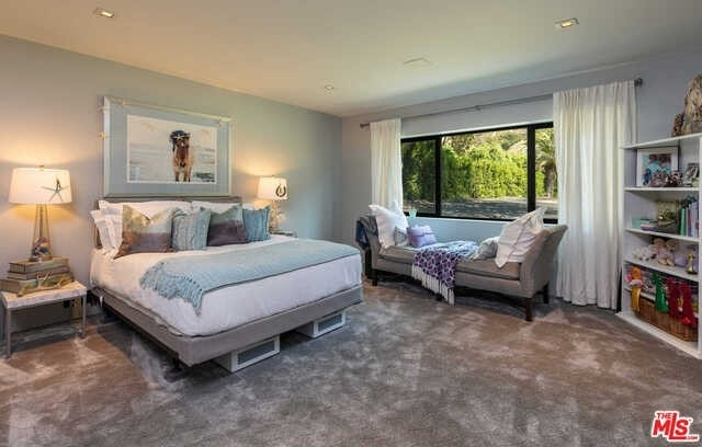 20. Single Family Homes for Sale at Serra Retreat, Malibu, CA 90265