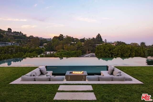 3. Single Family Homes for Sale at Bel Air, Los Angeles, CA 90077