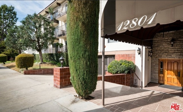 Property at 12801 Moorpark St, 102 Studio City, CA 91604