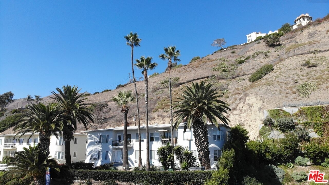 2. Multi Family Townhouse 為 特賣 在 Eastern Malibu, Malibu, CA 90265