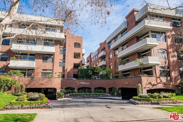 Condominium at 200 N Swall Dr, 301 Beverly Hills, CA 90211