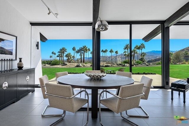 單親家庭 為 特賣 在 Vista Las Palmas, Palm Springs, CA 92262