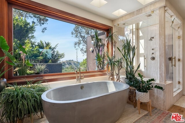 16. Single Family Homes for Sale at Beverly Hills, CA 90210