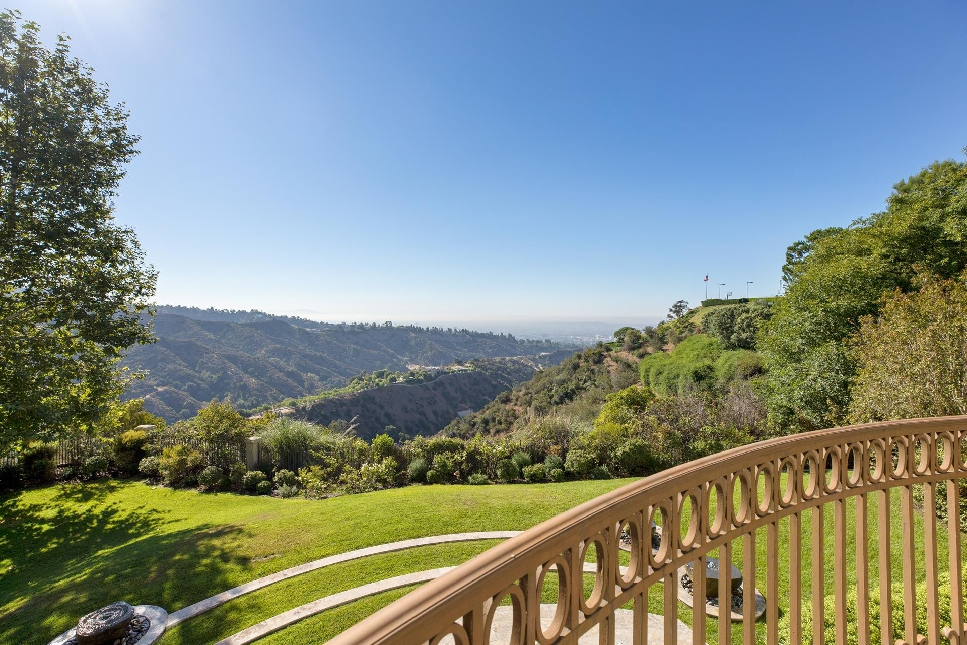 24. Single Family Homes for Sale at Beverly Hills, CA 90210