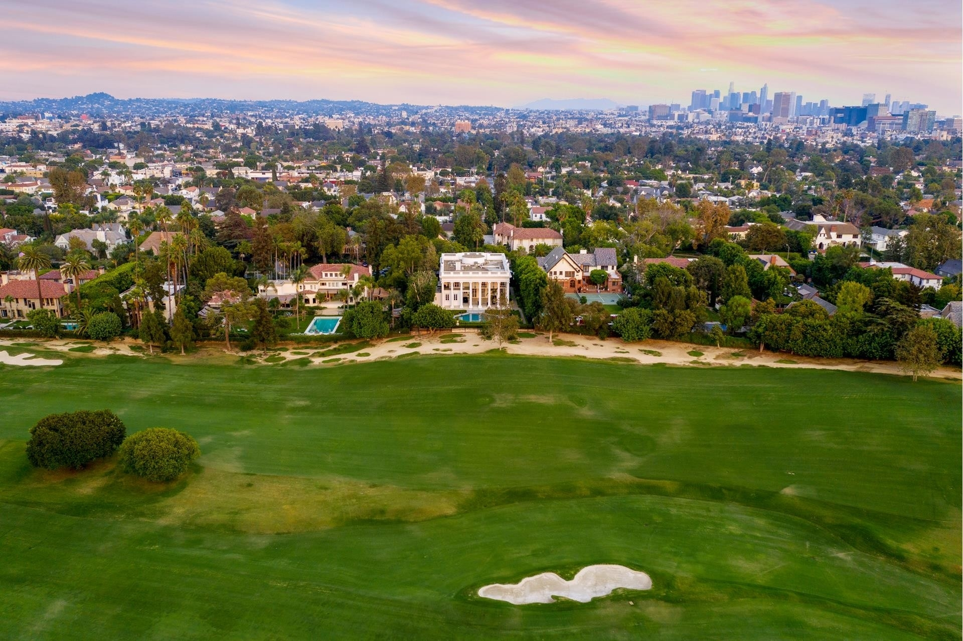 36. Single Family Homes for Sale at Hancock Park, Los Angeles, CA 90004