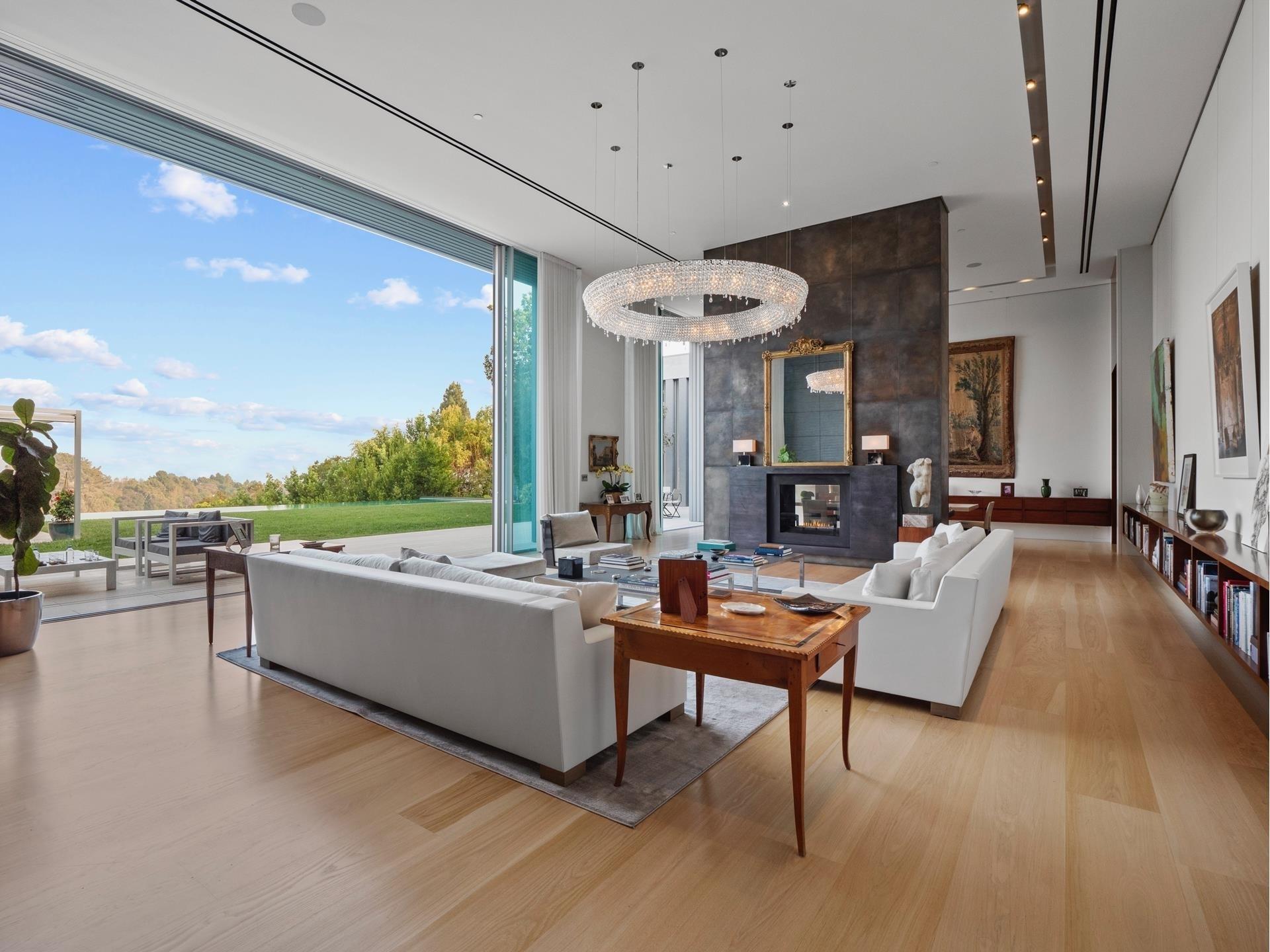 3. Single Family Homes для того Продажа на Bel Air, Лос-Анджелес, CA 90077