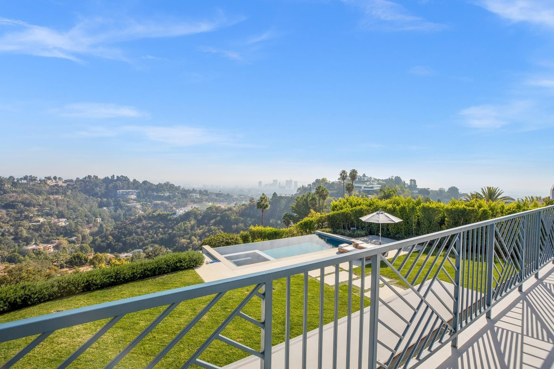 23. Single Family Homes for Sale at Bel Air, Los Angeles, CA 90077
