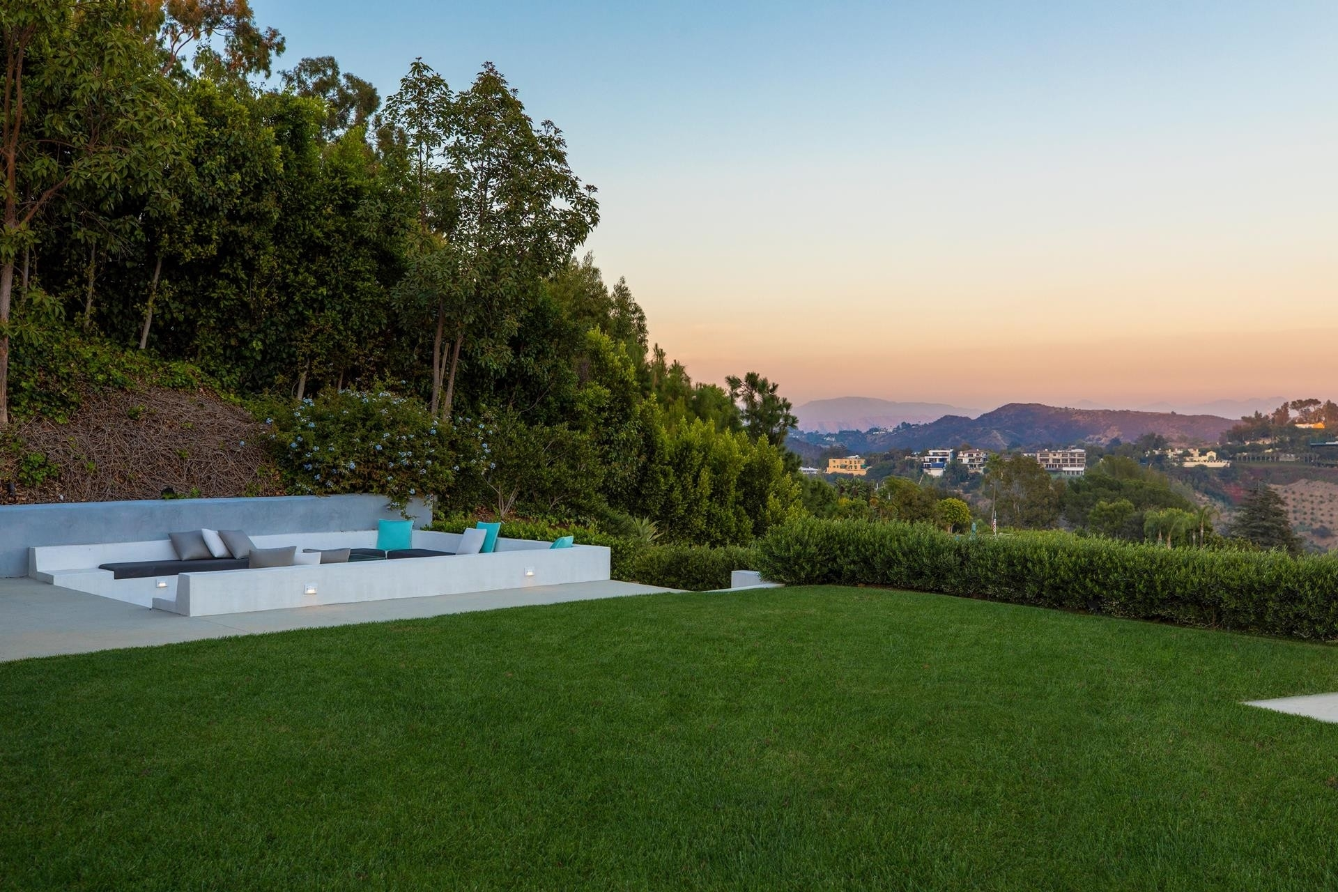 35. Single Family Homes for Sale at Bel Air, Los Angeles, CA 90077