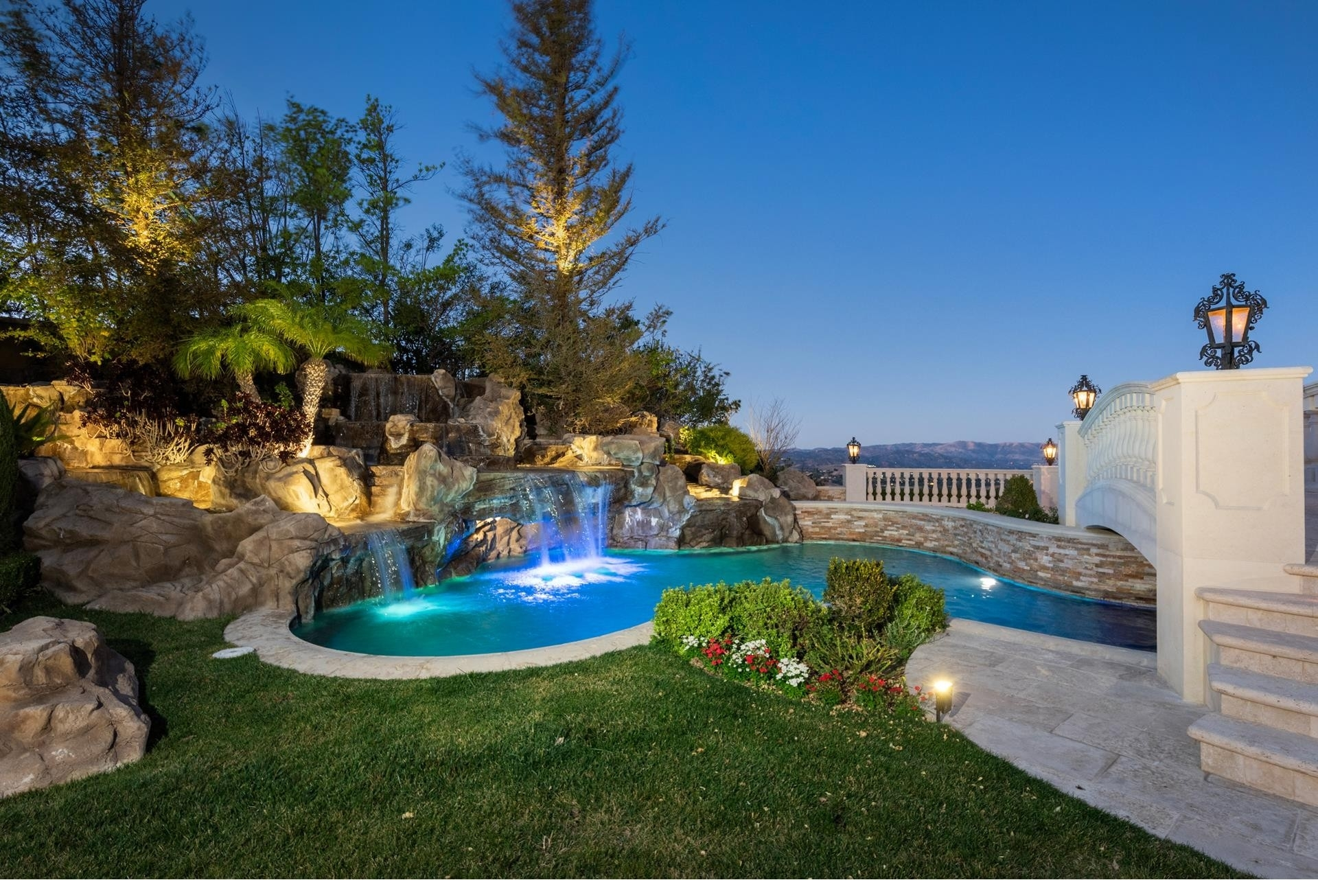 25. Single Family Homes for Sale at The Oaks, Calabasas, CA 91302
