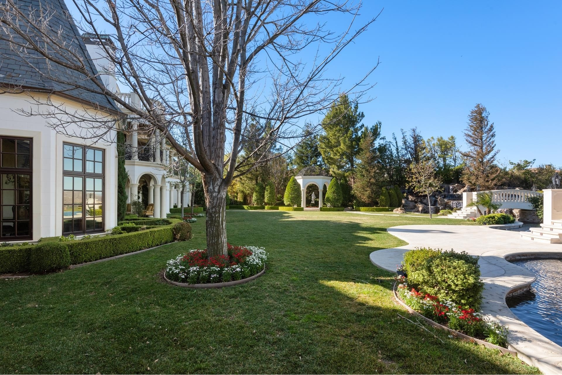 27. Single Family Homes for Sale at The Oaks, Calabasas, CA 91302