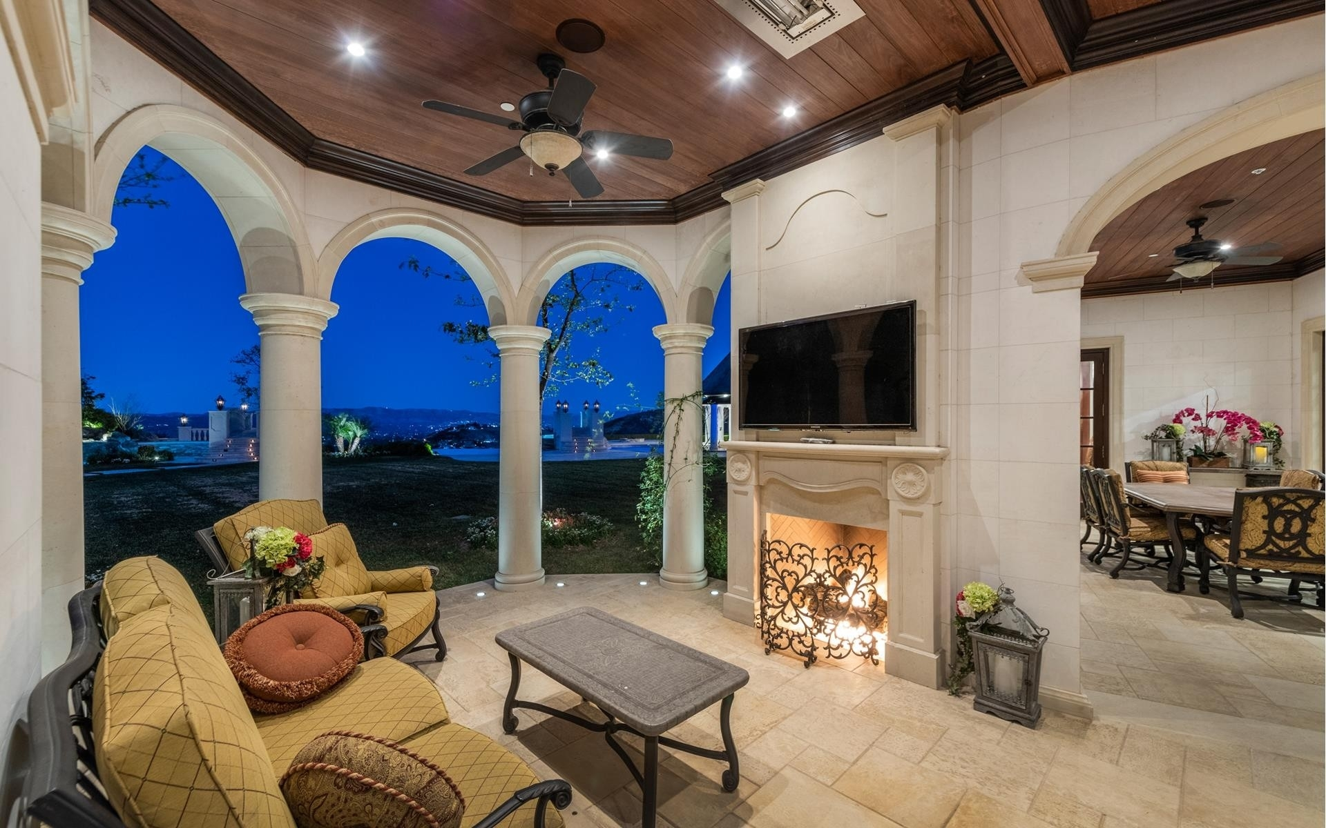 28. Single Family Homes for Sale at The Oaks, Calabasas, CA 91302