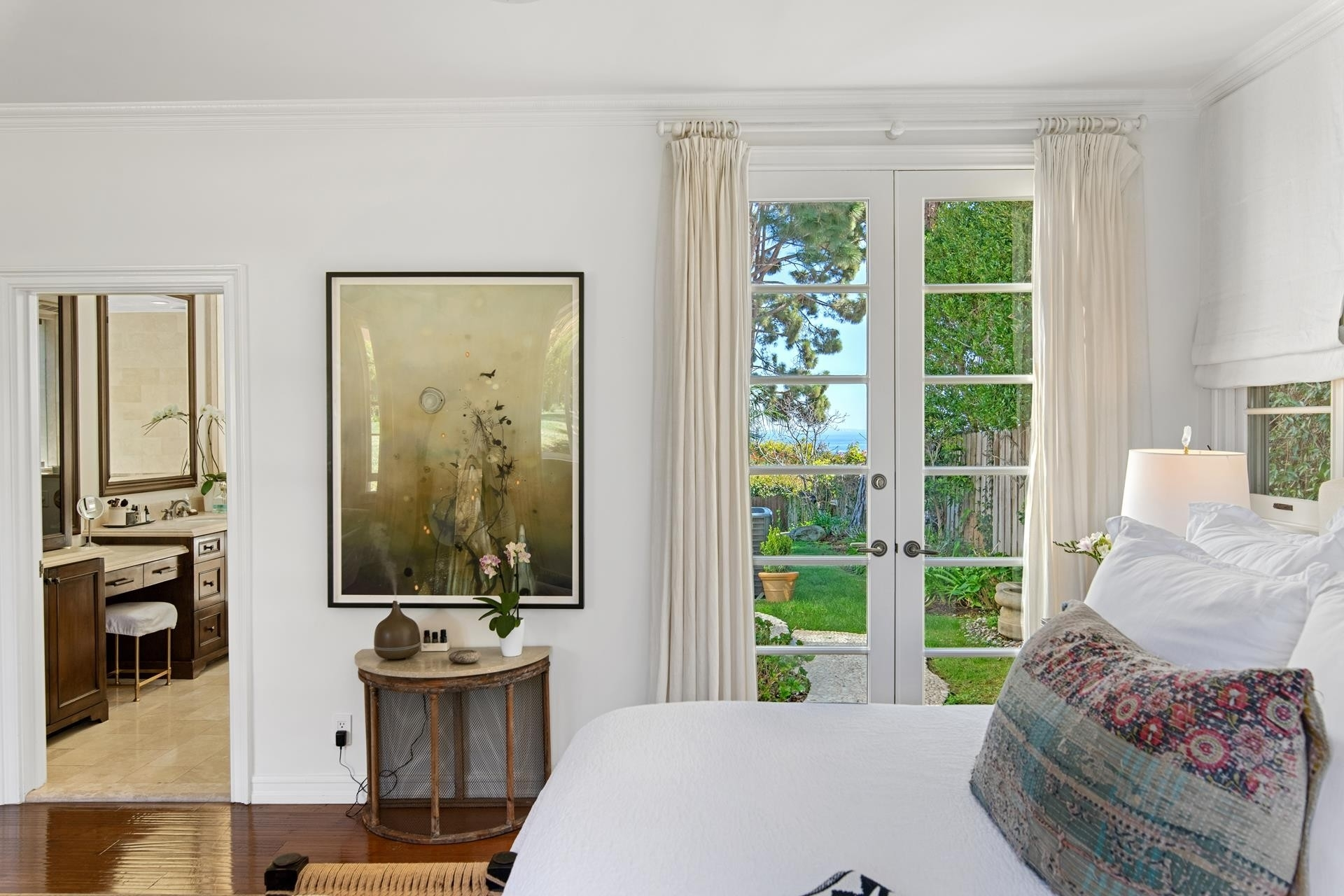 16. Single Family Homes for Sale at Point Dume, Malibu, CA 90265