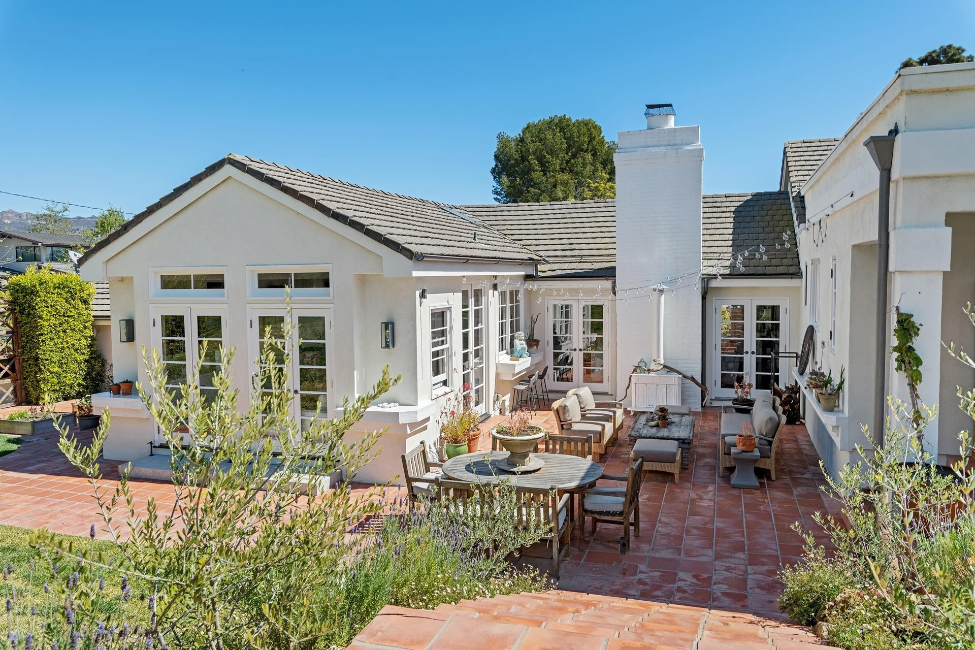 11. Single Family Homes for Sale at Point Dume, Malibu, CA 90265
