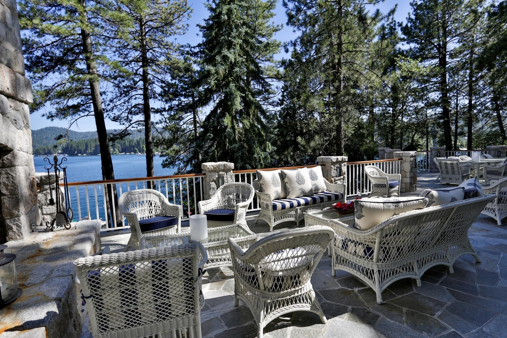 19. Single Family Homes for Sale at Lake Arrowhead, CA 92352