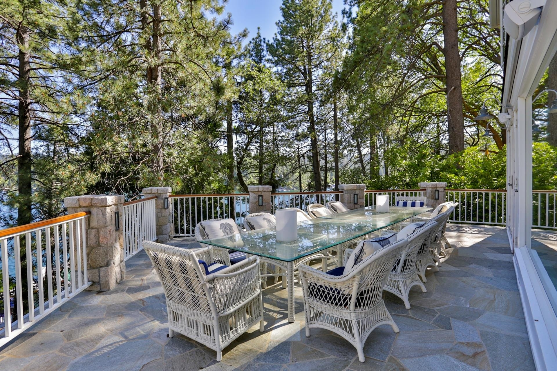 18. Single Family Homes for Sale at Lake Arrowhead, CA 92352
