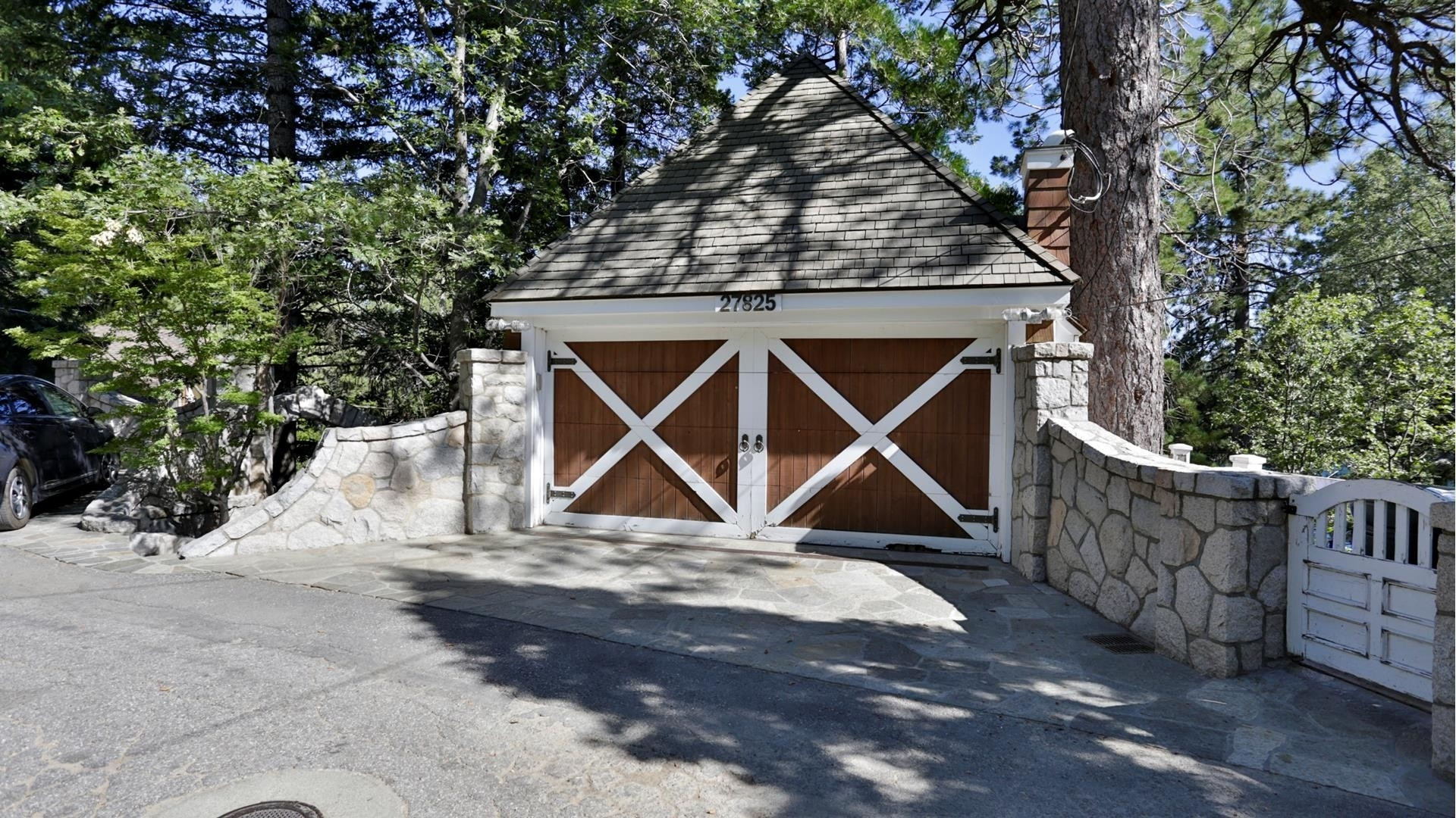 21. Single Family Homes for Sale at Lake Arrowhead, CA 92352
