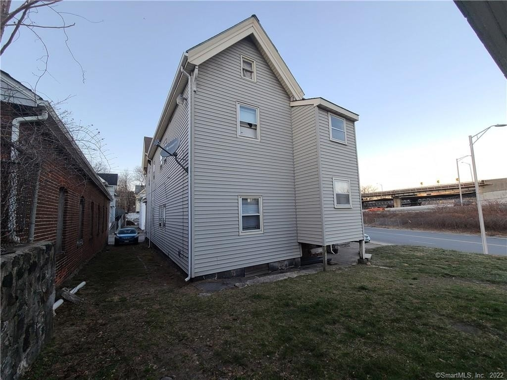 5. Multi Family Townhouse for Sale at Brooklyn, Waterbury, CT 06708