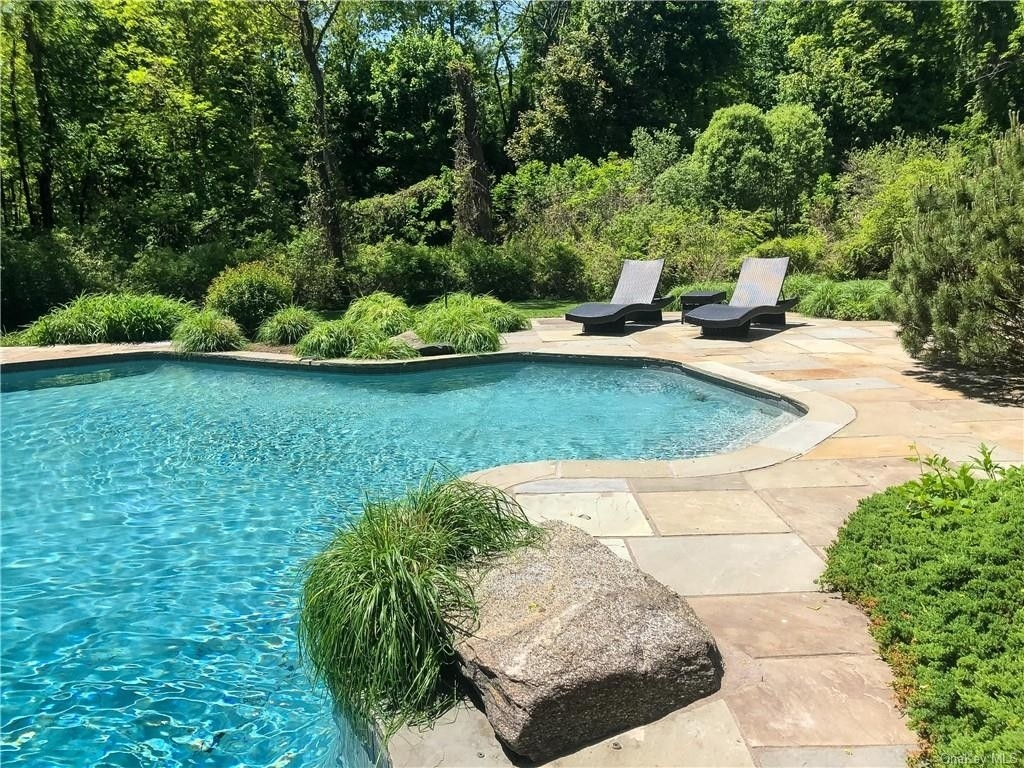 27. Single Family Homes for Sale at Mid Country West, Greenwich, CT 06830